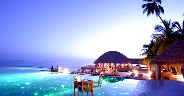 les plus belles piscines vue mer du monde pour une trempette de r ve beaux rivages maisons. Black Bedroom Furniture Sets. Home Design Ideas